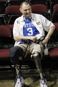 Wounded Vet and big time KY fan, Matthew Bradford attends Kentucky vs. Texas A game. A Double amputee, Bradford also suffered loss of sight when he stepped on an improvised explosive devise in Iraq in 2007.