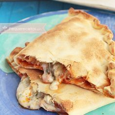 Calzone de pollo Italian Recipes, Mexican Food Recipes, Vegetarian Recipes, Cooking Recipes, Light Pasta, Deli Food, Salty Foods, Sin Gluten, Pasta Dishes