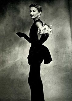 Woman with Roses on Her Arm, 1950 Photographer: Irving Penn Model: Lisa Fonssagrives-Penn Dress by Jeanne Lafaurie Irving Penn, Richard Avedon, Celebrity Photography, Vintage Fashion Photography, Photography Office, Vogue Photography, Classic Photography, Jeanne Lafaurie, Lisbon Portugal