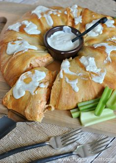 10 Most Misleading Foods That We Imagined Were Being Nutritious! Buffalo Chicken Ring: Delicious Dinner Or Game Day Snack Be Sure To Make The Blue Cheese Dressing To Serve Too Finger Food Appetizers, Appetizers For Party, Appetizer Recipes, Dessert Recipes, Game Day Snacks, Game Day Food, Chicken Ring, Great Recipes, Favorite Recipes