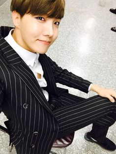 BTS Tweet-- J-hope (selca) 150628 --쩔어 첫 주!!!!!!!!!! 쩔어쩌여~~~~  요즘 행복해~~아미들 덕분에~~~ 항상 감사해요~~~~ #홉이 --- [tran] Dope's first week!!!!!!!!!! Dope ~~~~  I'm happy these days~~It's all thanks to ARMYs~~~ Thank you always~~~~ #Hobi   Trans cr; JYeoshin @ bts-trans