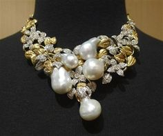 Lorraine Schwartz Buccellati Style Necklace with South Sea Pearls and Diamonds Shop Buy Celebs As Seen in Bergdorfs Wedding Bride Bridal Kim Kardashian Engagement RIng Statement Jewelry, Pearl Jewelry, Beaded Jewelry, Vintage Jewelry, Fine Jewelry, Glass Jewelry, Fashion Necklace, Fashion Jewelry, Jewelry Accessories