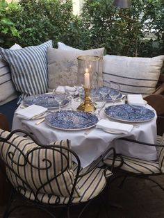 Blue and white in the outdoors....oh yes! - The Enchanted Home