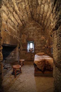 The Mending – chapter part 1 – Medieval story – Petrus and the beggar Medieval Houses, Medieval Life, Medieval Castle, Medieval Fantasy, Old Buildings, Abandoned Buildings, Abandoned Places, Casa Viking, Middle Ages