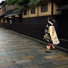 Today in Kyoto: debut of maiko Mamesumi from okiya Ninben in Gion Kobu Congratulations! ^__^ Photo by @residentdandy on Instagram