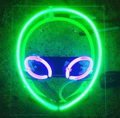Imagen de alien, neon, and green