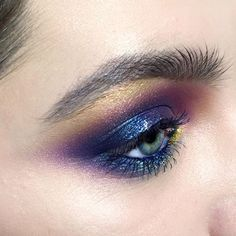 How amazing is this eye look. Beautiful purples and navy colours with a hint of gold to highlight.