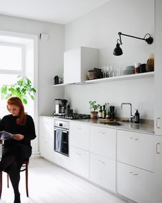 A Swedish Interior Stylist and Photographers Haven (my scandinavian home) Kitchen Interior Design Haven Home Interior PHOTOGRAPHERS Scandinavian stylist Swedish Luxury Kitchen Design, Best Kitchen Designs, Luxury Kitchens, Interior Design Kitchen, Cool Kitchens, Living Room Kitchen, New Kitchen, Kitchen Decor, Minimal Kitchen