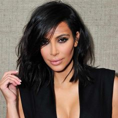 The looks more youthful without all the make-up. Long Bob Haircut With Bangs, Long Bob Haircuts, Bob Hairstyles, Kim Kardashian, Medium Hair Styles, Short Hair Styles, Lob Styling, Celebrity Makeup Looks, Medium Length Hair With Layers