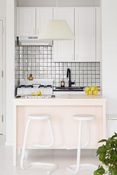 Home Interior Hamptons Pink kitchen island.Home Interior Hamptons Pink kitchen island White Kitchen Cabinets, Painting Kitchen Cabinets, Kitchen White, Cupboards, Spray Paint Cabinets, Layout Design, White Painted Floors, Apartment Painting, Ikea