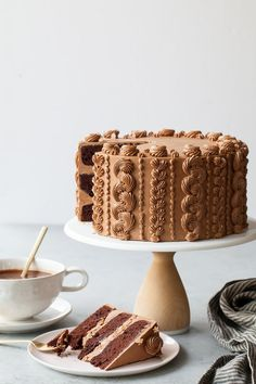 Chocolate Toffee Crunch Cake – fudgy chocolate cake lightly spiced with cinnamon paired with crunchy toffee bits and silky smooth chocolate buttercream frosting. A new layer cake recipe by our contributor, Tessa…View Post Food Cakes, Cupcake Cakes, Fruit Cupcakes, Caramel Cupcakes, Cake Cookies, Cake Recipes, Dessert Recipes, Yummy Recipes, Baking Recipes