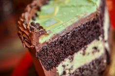 It's minty! It's chocolaty! It's chippy! ...Chippy? Our mint chocolate chip cake features the all-time favorite flavor combo you know and love with an extra-delicious PL&C twist. Get your slice before this little beauty is gone! (OK, fine. We'll make another one.)  #mint #mintchip #chocolate #cake #green #peppermint