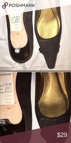 Ann Taylor Brown Suede Kitten Heels- Read for size Chocolate Brown Suede with leather sole and features kiltie and ribbon detail on the front/upper portion.  Paid $80 for these gorgeous Ann Taylor Kitten Heels.  Size 9, but run small and would be better for an 8.5. Ann Taylor Shoes Heels