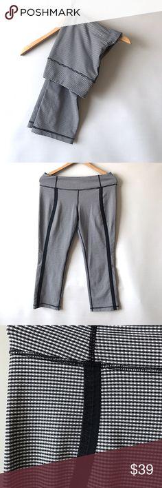 "Lululemon cropped pants Sz 10 Lululemon cropped pants. Sz 10. Inseam 25"" lululemon athletica Pants Track Pants & Joggers"
