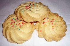 Surinam cooking - Maizena koekjes (Gomma koekjes) translated from the Dutch- Cornstarch cookies (biscuits Gomma) Dutch Recipes, Sweet Recipes, Baking Recipes, Cookie Recipes, Dessert Recipes, Carribean Food, Caribbean Recipes, Candy Cookies, Yummy Cookies