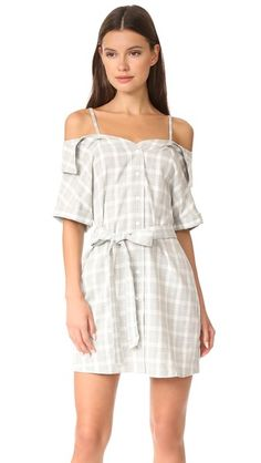 ¡Consigue este tipo de vestido informal de Minkpink ahora! Haz clic para ver los detalles. Envíos gratis a toda España. MINKPINK Gingham Off Shoulder Shirt Dress: A relaxed MINKPINK off-shoulder dress with a muted gingham pattern. Optional ties. Short sleeves and rolled cuffs. Fold-over collar and button placket. Unlined. Fabric: Plain weave. 100% polyester. Hand wash. Imported, China. Measurements Length: 34.75in / 88cm, from shoulder Measurements from size S (vestido informal, casual…