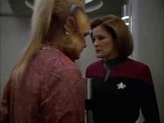 Star Trek Voyager - Captain Kathryn Janeway (Kate Mulgrew), and Neelix (Ethan Philips) - The power of COFFEE!!