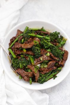 Simple, savory, HEALTHY Beef and Broccoli. This is a lighter take on the takeout fave, with all that amazing flavor! A takeout favorite gets a healthy makeover! This dish is easily paleo or gluten free, and comes together in no time! (See notes for tips! Healthy Beef And Broccoli, Broccoli Beef, Broccoli Recipes, Healthy Weeknight Meals, Healthy Dinner Recipes, Paleo Recipes, Easy Recipes, Healthy Steak Recipes, Paleo Meals