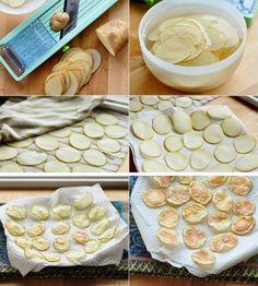 Hoy vamos a hacer una versión muy sana de las típicas patatas chip de bolsa. ¿Cómo? ¡Al microondas y sin nada de grasa! Empezaremos partiendo la patata por