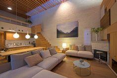 Living Room Sofa, Living Room Decor, Home Interior Design, Interior Decorating, Traditional Japanese House, Sims House, House Rooms, House Design, Houzz