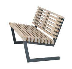 Deze moderne tuinbank is onderdeel van de Siesta tuinset. In deze serie zijn een bank met en zonder rugleuning, stoel en tafeltje verkrijgbaar. De houten balken zijn van FSC mix, het frame is van thermisch verzinkt staal. Doordat het staal thermisch verzinkt is is het bestand tegen corrosie. De ba