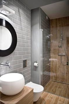 Idée décoration Salle de bain Petite salle de bain bois et grise avec douche italienne