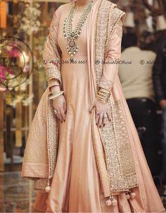 Diy Fashion, Indian Fashion, Dress Suits, Dress Up, Mehndi Dress, Shadi Dresses, Pakistani Wedding Outfits, Anarkali Dress, Indian Designer Wear