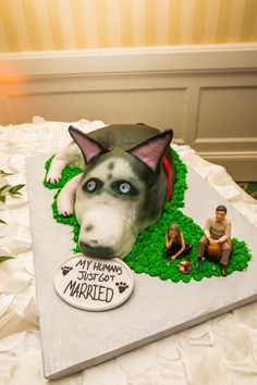 Fun, dog-lover groom's cake idea {Frozen in Time Photography}