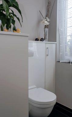 Hinter Schrank Verborgenes WC