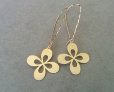 Gold Flower Earrings, Flower Earrings, Gold Earrings, Earrings, Dangle Earrings, Gift For Her, Bridal Earrings, Gold Dangle Earrings Long Flower Earrings, dangle and drop earrings. Made of 24k gold plated brass base, matte finish.  Dimensions: Length: 2 inch 5 cm Width: 3/4 inch 1.8 cm