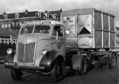 Ford v Gend &Loos met afzet container railvervoer Vintage Trucks, Vintage Auto, Cab Over, Ford Tractors, Bobber Motorcycle, Classic Trucks, Semi Trucks, Cars And Motorcycles, Transportation