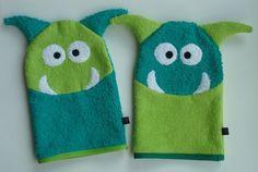 Waschlappen - Monster Waschhandschuh Waschlappen Apfelgrün - ein Designerstück von Grommt bei DaWanda Sewing Toys, Baby Sewing, Sewing Projects, Projects To Try, Hooded Bath Towels, Towel Crafts, Textiles, Kindergarten, Etsy