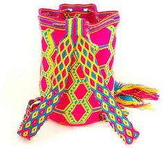 Colorfull Mochila ~ handmade crochet bag by Wayuu Indians Colombia