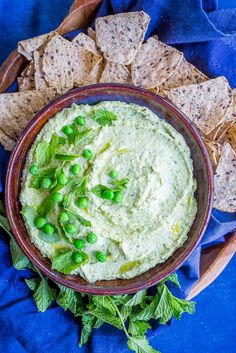 Minty Sweet Pea Hummus - A fresh and flavorful twist on the classic! Great for a healthy appetizer, snack or to put on sandwiches and salads! Vegetarian Appetizers, Best Appetizers, Vegetarian Recipes, Healthy Recipes, Easy Snacks, Healthy Snacks, Savoury Finger Food, Sans Gluten, Gluten Free