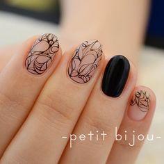心向け~黒~  初の黒バージョン(*≧∀≦*) ジェルの線も好き!! #ネイル #ネイルアート #作品 #petitbijou_nail #nailart #nail #手描き #ジェルアート #線 #instanailart #instanail