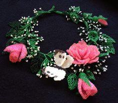 Esclusiva collana di perline con le rose e la farfalla - Artisan jewelry