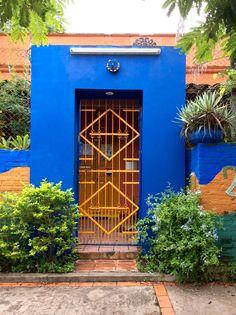 Portón con flores .Asunción-Paraguay