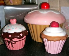 plastic huge cupcakes,,there are so many things that anything about cupcakes....