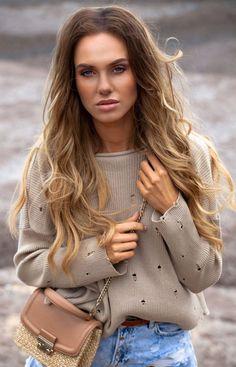 FIMFI I293 sweter beżowy Seksowny krótki sweterek ozdobiony oczkami,  doskonały do luźnych wakacyjnych stylizacji, model z długimi rękawami Chloe, Turtle Neck, Model, Bags, Fashion, Handbags, Moda, Fashion Styles, Taschen