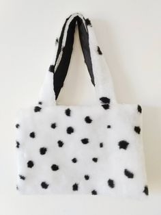 Faux fur bag, furry bag, handbag, Bolso dálmata, Dalmatian bag de FisionGirl en Etsy