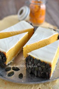 Ungewöhnlicher und cremiger Käsekuchen mit dem Kürbispüree. Der Hokkaido- Kürbis gibt dem Kuchen ein raffiniertes Aroma und eine wunderbare orange...