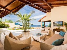 Luxury Sunset Villa with Direct Acces to the Flamingo Beach home away 434576