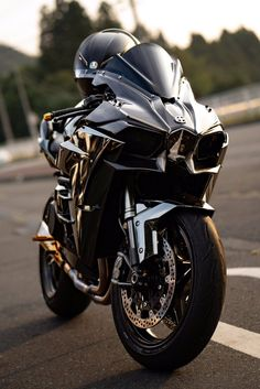 Auto repairs can seem complex and intimidating at first, but really the basics aren't too difficult! Learning more about auto repairs can help you save a Triumph Motorcycles, Kawasaki Motorcycles, Cool Motorcycles, Kawasaki H2r, Kawasaki Bikes, Kawasaki Ninja, Moto Bike, Motorcycle Bike, Motorcycle Jackets