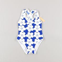 Bañador de flores blancas y tirantes cruzados en espalda de color Azul de marca Piqué