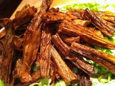 Vegan Dragon Wings - so I never ever lose this recipe again - now that I have found where to buy tofu skins :) Tofu Recipes, Asian Recipes, Whole Food Recipes, Great Recipes, Cooking Recipes, Healthy Recipes, Recipies, Favorite Recipes, Dishes Recipes