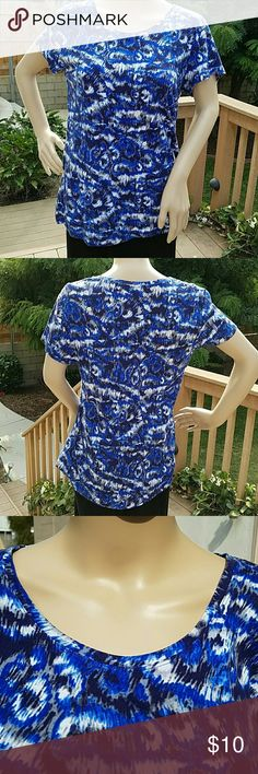 Daisy Fuentes Top - Size XL Pretty top that can be worn in both summer and winter seasons. Gently worn. Comes from smoke-free home. Daisy Fuentes Tops