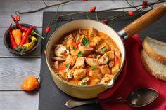 Gulaš s kockicama mesa i bogat gljivama poslužite topli s popečenim kruhom i zagrijte svoje najdraže za hladnog vremena provedenog vani.