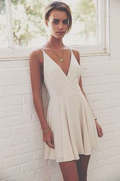 Amazing white dress. Minimalist look, boho style. A perfect summer look!