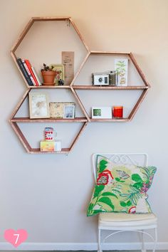 étagères hexagonales en bois