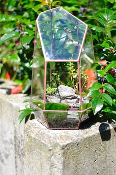 Geometric glass terrarium WANDERLUST with tiny people #Upcycling  #moss  #stained glass  #succulents #outdoorlovers #mountaineering